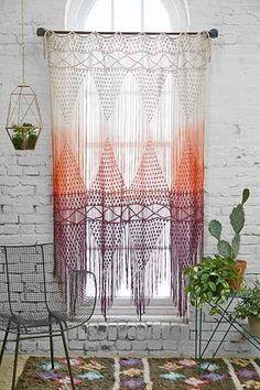 Veja nossa seleção com 50 fotos de modelos de cortinas de crochê para inspirar na sua decoração.