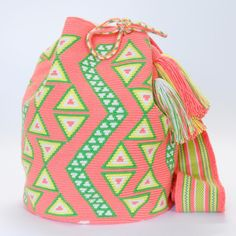 Wayuu Boho Bags with Crochet Patterns Tapestry Bag, Tapestry Crochet, Bead Loom Patterns, Crochet Patterns, Mochila Crochet, Crochet Backpack, Crochet Purses, Crochet Bags, Boho Bags