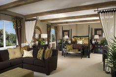 Las caídas instaladas en los laterales rompen con la continuidad de la estancia, diferenciando la zona de reposo de la zona de estar en esta habitación.