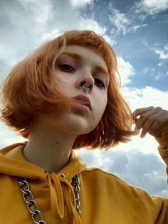 Photography inspiration model hair 60 ideas for 2019 Aesthetic People, Aesthetic Girl, Aesthetic Yellow, Short Grunge Hair, Photo Instagram, Tumblr Girls, Green Hair, Pretty People, Dyed Hair