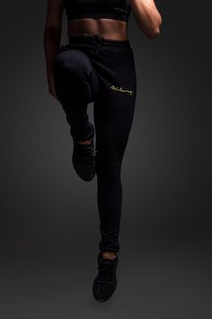 Unsere Pants bieten perfekten Komfort während dem Sport und sind atmungsaktiv. #milary #gym #gymmotivation #fitgirlsimages #workout #womenpower