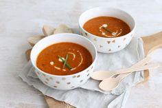 Op zoek naar een lekker, simpel en snel recept? Maak dan eens deze Italiaanse tomatensoep met mascarpone. Binnen 25 minuten op tafel.