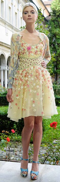 Luisa Beccaria Spring 2015 cute and spring feel deluxe😊 Lovely Dresses, Day Dresses, Short Dresses, Luisa Beccaria, Runway Fashion, High Fashion, Floral Fashion, Fashion Design, Yellow Clothes
