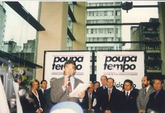 Secretário Julio Semeghini na inauguração do Poupatempo Sé, em 20 de outubro de 1997