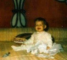 Lisa in the bedroom. :) - Elvis Aaron Presley and Lisa Marie Presley Photo - Fanpop Elvis And Priscilla, Lisa Marie Presley, Family Photo Album, Family Photos, Elvis Presley Photos, 7 Year Olds, Graceland, Old Photos, Rock N Roll
