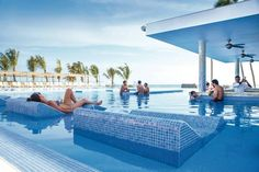Head on over to the pool bar at #RIU Hotels & Resorts!