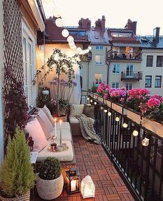 35 DIY Small Apartment Balcony Garden Ideas # Balcony Garden - b a l c o n y - Balkon Apartment Balcony Garden, Small Balcony Garden, Small Balcony Decor, Apartment Balcony Decorating, Apartment Balconies, Cozy Apartment, Balcony Ideas, Terrace Decor, Small Terrace