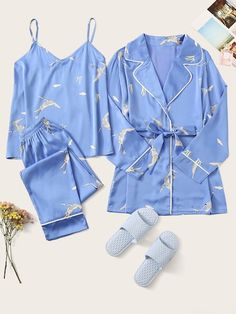 To find out about the Crane Print Satin Cami PJ Set With Robe at SHEIN, part of our latest Night Sets ready to shop online today! Cute Pajama Sets, Cute Pjs, Cute Pajamas, Pj Sets, Mode Bollywood, Lace Top Outfits, Pijamas Women, Cute Sleepwear, Cute Lazy Outfits