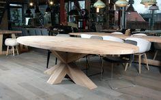 ZWAARTAFELEN I Mooie ovale tafel www.zwaartafelen.nl