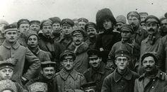 In de nacht van 25 op 26 oktober 1917 namen e bolsjewieken de regering gevangen. als gevolg zette de Voorlopige regering af. Nu kregen de bolsjewieken de macht. deze gebeurtenis heet de oktoberrevolutie.