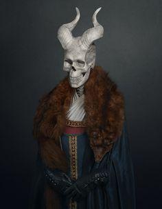 Après avoir fait sensation en réalisant deux séries mettant en scène les héros Star Wars avec des statues antiques puis Batman, l'artiste Travis Durden réitère en mariant toujours à merveille ses idoles avec les mythes.  Cette série présente des crânes de méchants issus du cinéma (Ghost Face, Alien, Maléfique, Dracula…) positionnés sur des costumes d'époque : on peut ainsi voir Terminator dans le costume d'un White Walker de Game of Thrones ou Predator dans le costume d'un médecin flamand.