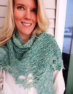 Ravelry: Bellamy Shawl pattern by Sara Kay Hartmann