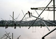 Kenneth Snelson. Easy-K Installation. 1970. Constructing the tensegrity sculpture.