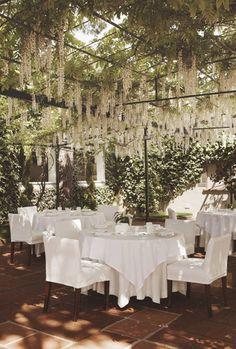 La nostra terrassa Orangerie, un paradís per sopar a la fresca a l'estiu.  Restaurant Els Tinars. Cuina catalana i creativa. Llagostera. Costa Brava. #food #gastronomy #cooking