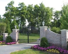 Beautiful! Would love to have this in front of the house, lower the gate so there are no gaps and have a stone wall at the same height of the gate around the perimeter of the house. <3