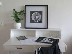 Captian Heads up. Silkscreen printed on paper. Framed 50x50 cm