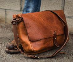 The Vintage Messenger Bag - $265 | The Gadget Flow