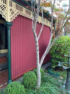 Outdoor blinds can really add some 'pop' to your traditional Melbourne Home. Call us now for your free quote on blinds for your porch, verandah or deck area!