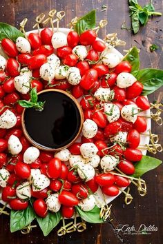 Caprese Salad Wreath by Cafe Delites and other great party tray ideas - Wow your guests with the most creative party platter ideas around! #partyideas #partyfood #partyplatters