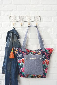 The Weekend Tote - if you sew one thing this weekend, make it this! Get the free sewing pattern & instructions with issue 21 of Simply Sewing magazine http://www.simplysewingmag.com/home/simply-sewing-issue-21/