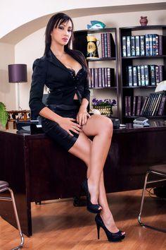 heelstyle: più che una segretaria sexy sembra il promo di un film porno… personalmente è troppo esagerata!!