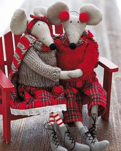 6d148b884b0528d5ace3692083df9429.jpg (316×395) Cute Mouse, Sewing Toys, Sewing Crafts, Waldorf Dolls, Christmas Sewing, Christmas Crafts, Christmas Decorations, Art Dolls, Felt Mouse