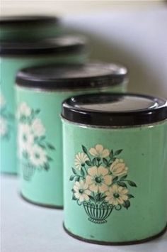 previous pinner -- I love these cute vintage kitchen canisters, so lovely and useful. I' definitely put my tea bags and coffee in these. Vintage Canister Sets, Vintage Kitchenware, Vintage Kitchen Decor, Vintage Tins, Vintage Dishes, Vintage Decor, Kitchen Retro, Warm Kitchen, Vintage Baking