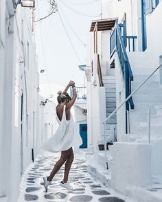 White Another post is up on the blog with some other pics from our Mykonos trip, mostly from the beautiful town! (Link in bio!) Now time to sleep because tomorrow we are off to Mallorca! Good night! #mykonos #mikutatravels