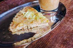 at ease: Raw Pear Tart Pear Tart, Healthy Lifestyle, Vegan Recipes, Pie, Desserts, Food, Torte, Tailgate Desserts, Pear Cobbler