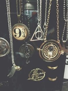 http://womansfashioning.blogspot.be/ | Necklaces! :O #fun accesories,  #necklaces  #Platform 9 3/4