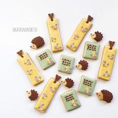 """""""* はりねずみの絵本店 アップが遅れてしまい 完売しました 店頭には他のクッキーが 色々と並んでいます! よろしくお願いします♩ * * #ペンネンネネム #はりねずみ #hedgehog #decoratedcookies #customcookies #royalicing #プチギフト…"""""""