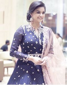 Sweet Young Fashion, Girl Fashion, Fashion Outfits, Fashion Trends, Party Looks, Indian Dresses, Indian Outfits, Estilo India, Moda Indiana
