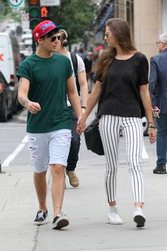 One Direction's Louis Tomlinson looks loved up, holding hands with girlfriend Eleanor Calder in Montreal Louis Tomlinson Girlfriend, One Direction Louis Tomlinson, One Direction Updates, One Direction Music, One Direction Girlfriends, The Girlfriends, Louis And Eleanor, Louis Tomlinsom, The Way He Looks