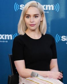 7 Celebrity Hair Transformations That Surprised Us This Year emilia clarke hair before Celebrity Hairstyles, Trendy Hairstyles, Blonde Celebrity Hair, Emilia Clarke Hair, Brown Blonde Hair, Hair Transformation, Platinum Blonde, Mi Long, Big Hair