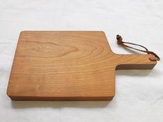 Kazuhiro Yamaguchi, Cutting Board - MAKIE Kitchen Goods, Wood Worker, Yamaguchi, Cool Kitchens, Cutting Board, Boards, Japanese, Crafts, Planks