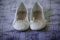 Bridal shoe idea - white lace flats {Fornear Photo}