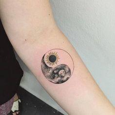 Sun and Moon Yin and Yeng matching tattoo. - Sun and Moon Yin and Yeng matching tattoo. Moon Sun Tattoo, Sun Tattoos, Couple Tattoos, Body Art Tattoos, Tattoos For Guys, Tatoos, Flash Tattoos, Sun And Moon Tattos, Henna Moon