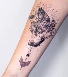 photo tatouage bras | Photo : Tatouage femme : un tatouage de loup sur l'avant-bras