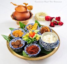 Thai Recipes, Asian Recipes, Thai Appetizer, Spa Food, Authentic Thai Food, Best Party Food, Thai Dessert, Thai Cooking, Thai Dishes