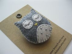 Hand sewn felt brooch (Owl)