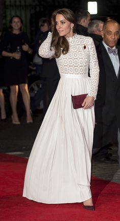 Kate stuns in a floor-length Self Portrait gown Kate Middleton stuns in a floor-length Self Portrait gown as she meets former addicts Paris Hilton Style, Looks Kate Middleton, Pippa Middleton, Princesse Kate Middleton, Kate And Meghan, Prince William And Catherine, Wedding Dress, Royal Fashion, Duke And Duchess