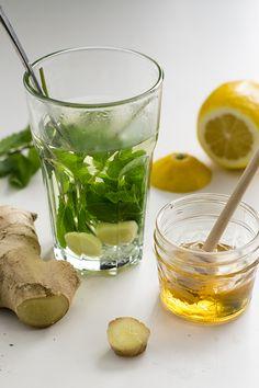 Extra lekker in de herfst en winter: verse muntthee. In dit artikel geef ik je 4 recepten waarmee je iedere dag een ander lekker kruidentheetje drinkt.