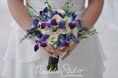 Brautstrauß Rosen und Orchideen blau weiß