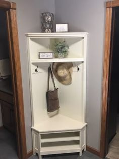 The Belham Living Richland Corner Hall Tree - Antique White may look like a charming piece of antique furniture from days gone by, but. Hallway Storage, Living Room Storage, Home Living Room, Small Entryways, Small Hallways, Porche Chalet, Hall Furniture, Antique Furniture, Furniture Online