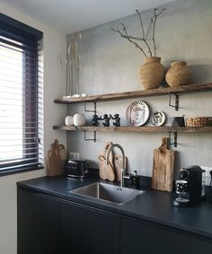Country Kitchen, Diy Kitchen, Kitchen Interior, Kitchen Decor, Beautiful Interior Design, Black Walls, Cozy House, Home Decor Inspiration, Home And Living