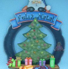 Guirlanda Pai Natal e vários recortes de com arvore de natal e presentes em 3D * Pintado á mão por Bé Baptista * Med. Aprox: 45x45