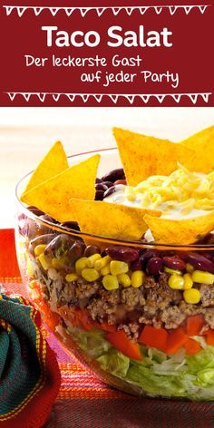Ein echter Klassiker, der bei jeder Party gut ankommt ist dieser leckere Schic… A real classic that goes down well with every party is this delicious layered salad with tacos Taco Salad Recipes, Mexican Food Recipes, Snack Recipes, Healthy Recipes, Drink Recipes, Healthy Foods, Healthy Eating Tips, Healthy Nutrition, Grilling Recipes