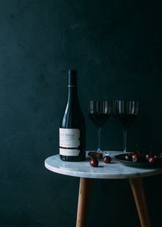 Cherries and wine | Photograph by Aiala Hernando | It's just missing the #aervana to aerate the wine...