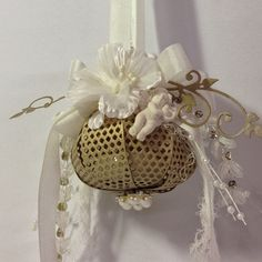 Shabby Chic ornaments using Marianne Design bow die by Anne Rostad