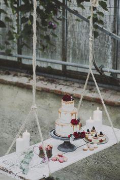 Suspended cake display   Matrimoni all'Italiana